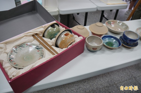 古亭畚餐具收實用性及收藏價值。(記者詹士弘攝)