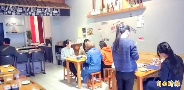 南投市「昭割烹」日本料理店,菜色價廉物美,經常吸引民眾前來品嚐美食。(記者謝介裕攝)