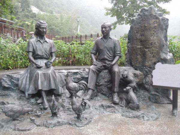 新竹縣五峰鄉張學良文化園區的張學良與趙一荻塑像,也是藝術家林健成的作品。(記者廖雪茹攝)