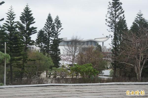 澎湖生活博物館特殊造型屋頂,成為判斷霸凌地點重要依據。(記者劉禹慶攝)