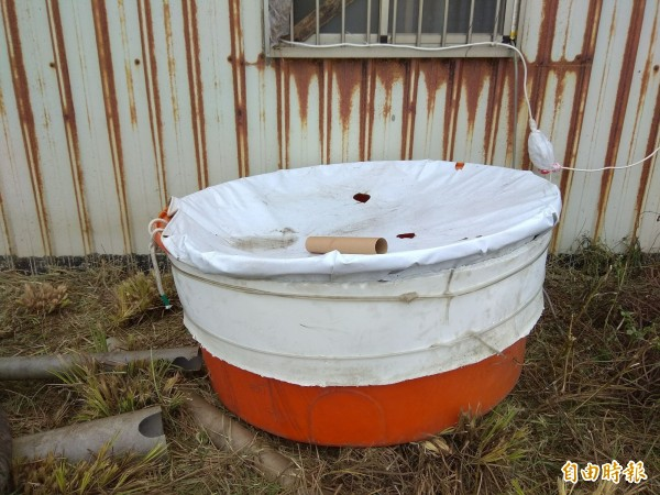600公升的塑膠保溫桶。(記者洪定宏攝)