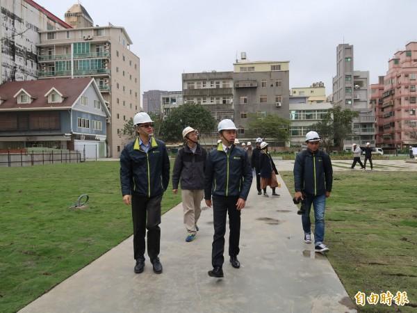 市長林智堅也視察工程進度和品質。(記者洪美秀攝)