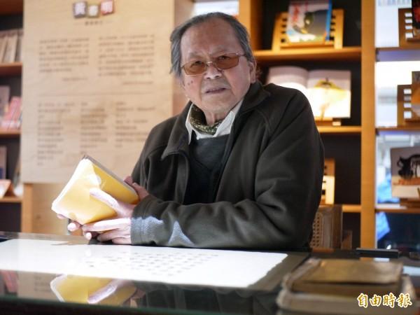 宜蘭大學黃春明體驗行動館今天舉行啟用典禮,作家黃春明親自參與。(記者簡惠茹攝)
