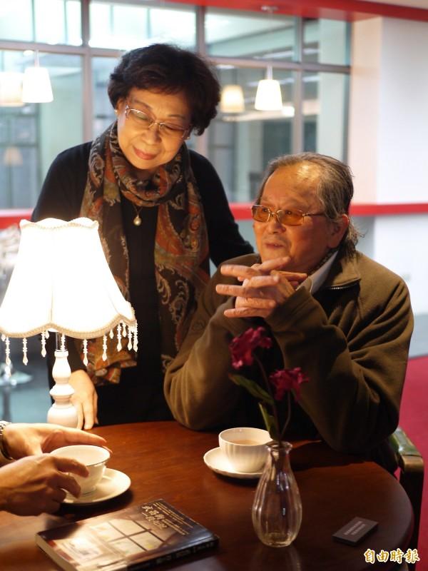 宜蘭大學黃春明體驗行動館今天舉行啟用典禮,作家黃春明(右)和夫人林美音(左)出席典禮。(記者簡惠茹攝)