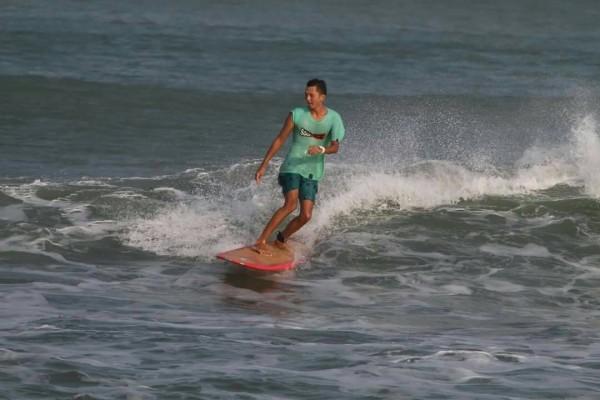王君凱喜歡衝浪而學習救護技能。(記者蔡宗憲翻攝)