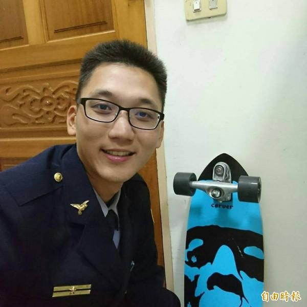 王君凱被消防救護人員封為暖男。(記者蔡宗憲攝)