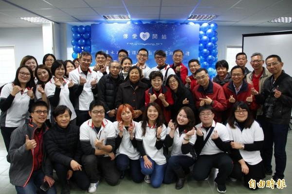 台積電公司由內部員工募款595萬元,志工團隊協助為水上傳愛課輔班蓋新教室。(記者林宜樟攝)