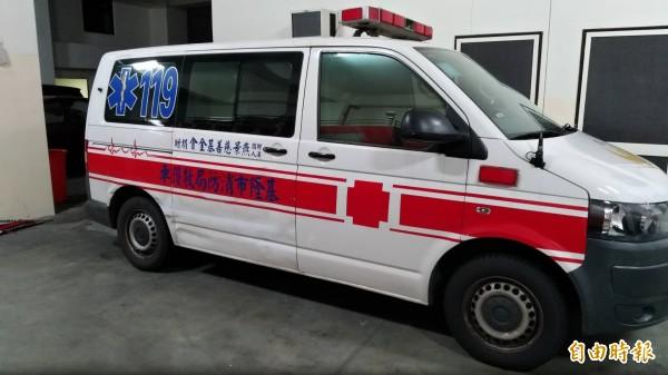 消防局獲報後出動救護車救援邱男及其妻子但是兩人已回天乏術(記者吳昇儒攝)