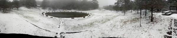 福壽山農場的露營區已被白雪覆蓋。(民眾提供)