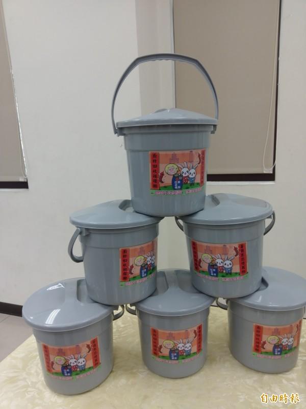 嘉義市民21日起可到各里指定地領取廚餘桶。(記者王善嬿攝)