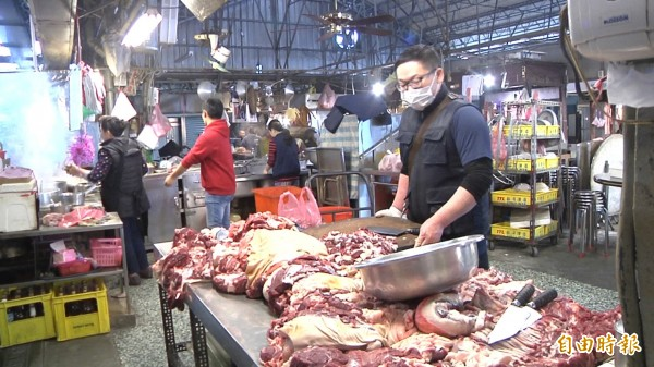溫體羊肉強調新鮮。(記者張聰秋攝)