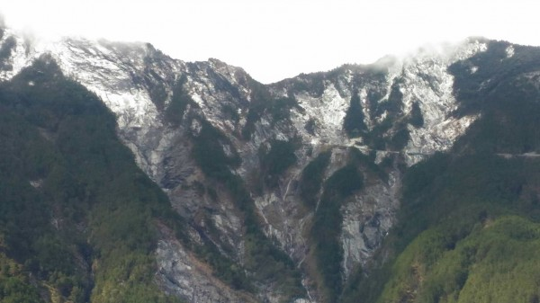 南橫大關山隧道下雪了。(公路總局關山工務段提供)