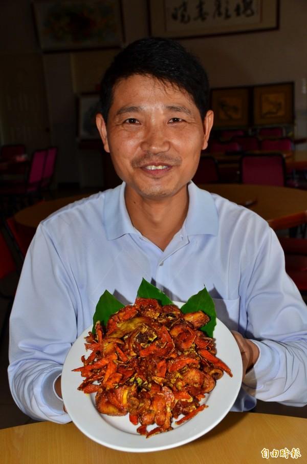 福來老梅園餐廳在當地首推薑黃雞。(記者吳俊鋒攝)