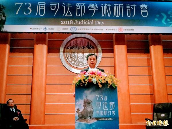 法務部長邱太三指出,未來更換全國檢察機關的招牌、取消「法院」兩字,可避免民眾混淆。(記者項程鎮攝)
