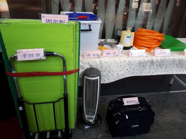 台北醫學院附設醫院醫師劉正典回饋家鄉,捐贈價值70萬元的到宅服務專車給創世基金會,做為植物人家庭泡澡服務之用。(記者洪美秀攝)
