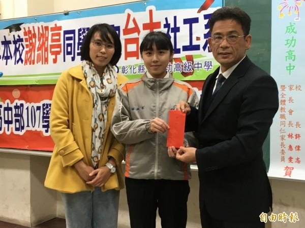 英雄不怕出身低,成功高中學生謝緗亭,免學測錄取台大社工系。(記者顏宏駿攝)
