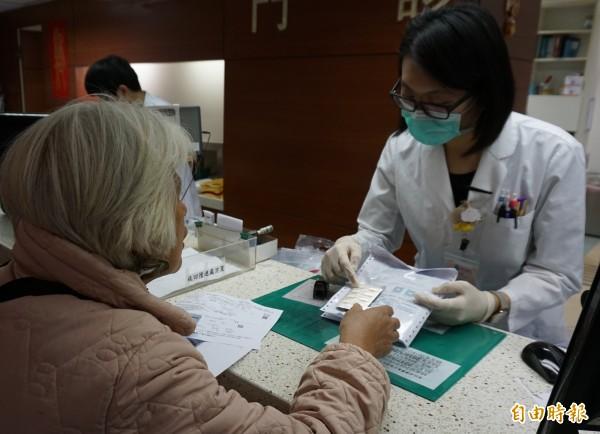台中榮總開發用藥過敏攔載系統,減少民眾用藥過敏風險。(記者蔡淑媛攝)
