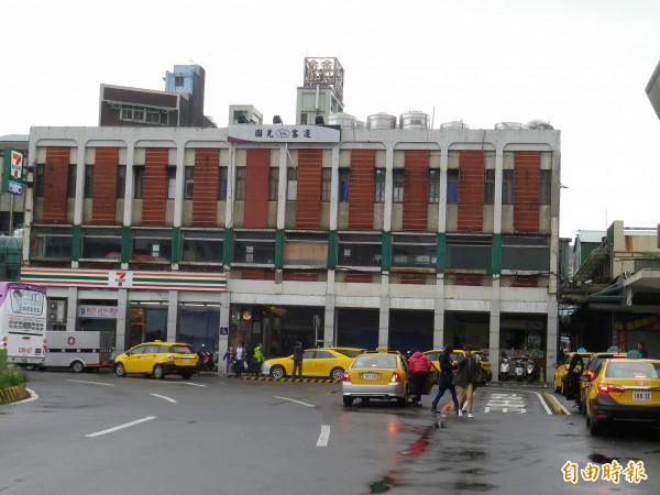 近50年的基隆國光客運大樓將在農曆年後拆除。(記者盧賢秀攝)