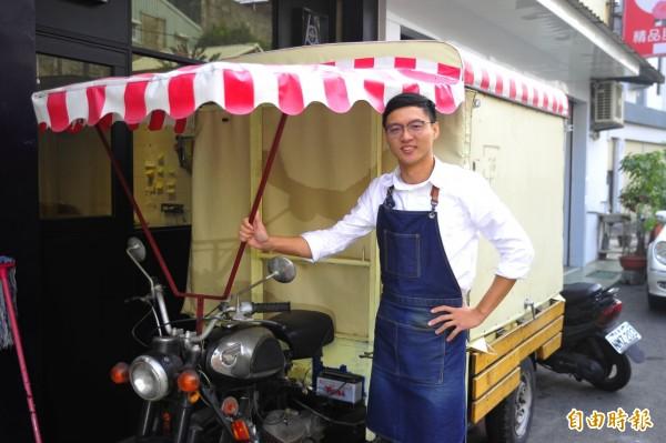 還沒30歲的陳冠勳,在台南賣雪糕一年多,原本靠改裝機車兜售雪糕。(記者王捷攝)