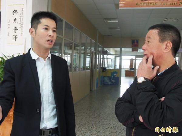 台東市長張國洲(右)到海山兒扶家園實地了解情況。(記者王秀亭攝)
