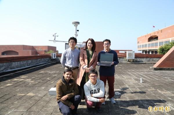 中山大學氣膠科研團隊,首設全國最近港PM2.5測站。(記者黃旭磊攝)