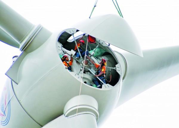 台電正積極配合國家政策推動能源轉型,需各領域專業人士貢獻所長,以本次招考的機械修護類來說,未來很有可能要負責風力機組修復工作。(台電提供)