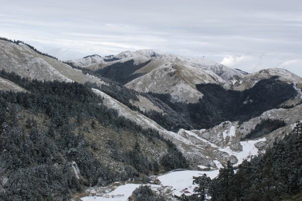 合歡山連日降雪,美景處處。(東勢林管處提供)
