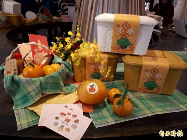 「橘利一家人」禮盒推出竹籃版及野餐盒版的文創柑橘組合。(記者洪美秀攝)
