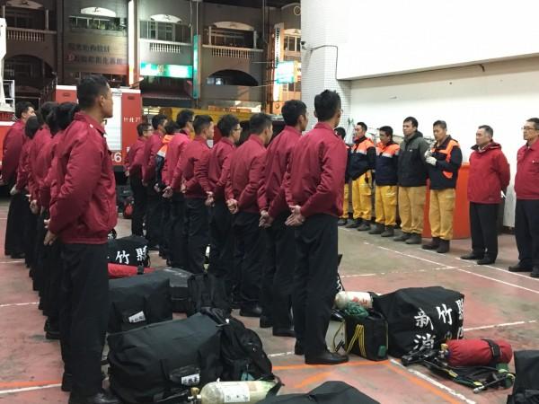 新竹縣政府消防局獲消防署分發18名特考人員,使總人數達375人,可望強化救災救護的能量。(記者廖雪茹翻攝)
