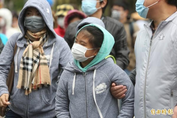 台中市教育產業工會呼籲市府購買空氣清淨機,維護教室空氣品質,守護孩子健康。(記者蔡淑媛攝)