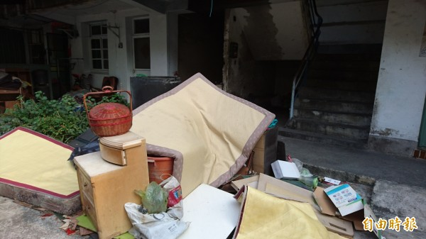 南市東區大林平價住宅,預定1月20日拆除。人去樓空,卻曾是一群人依靠的避風港。(記者洪瑞琴攝)