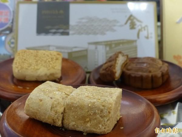 隨著農曆春節將至,昇恆昌結合金門特產開發的金鉑貢糖、燒餅鳳梨酥、芋頭餅等也接續上市。(記者吳正庭攝)
