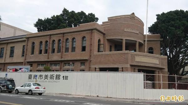 古蹟原台南警察署基地原本規劃為 「近現代美術館」,現在館名變為「1館」。(記者洪瑞琴攝)