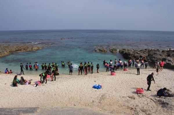 小琉球遊客穩定增加。(記者陳彥廷翻攝)