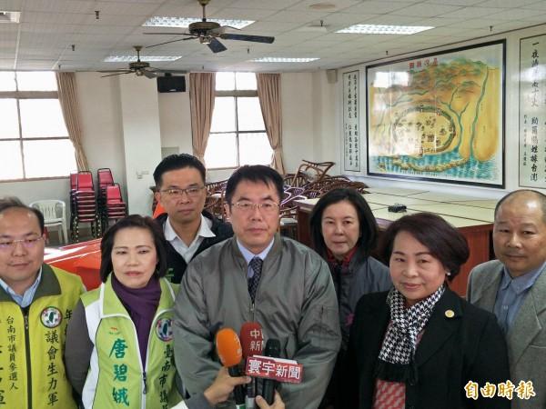 有意問鼎台南市長的立委黃偉哲表示,將會遵照黨中央規範,或在初選告一段落後公布競選支出。(記者邱灝唐攝)