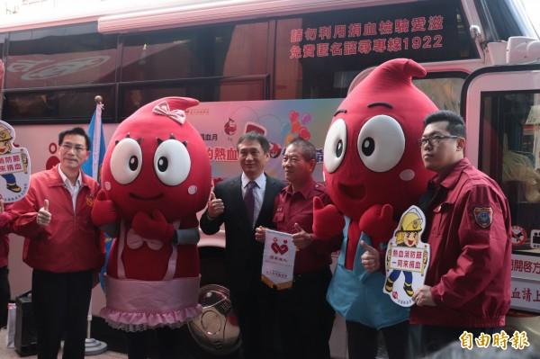 宜蘭縣政府消防局辦理「熱血消防節,一同來捐血」活動。(記者林敬倫攝)