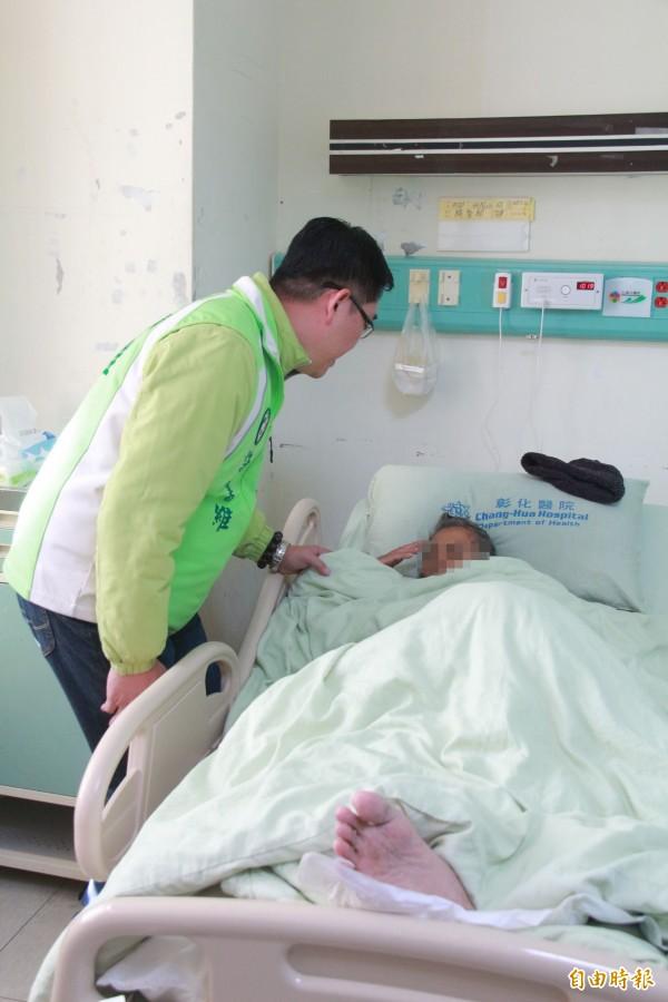 民眾劉松山肝癌末期,無錢就醫只能在家等死,縣議員許書維發現,緊急將他送醫。(記者陳冠備攝)