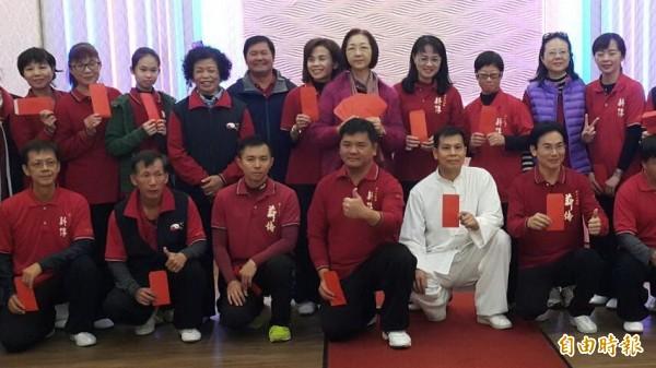 屏東縣薪傳鄭子太極拳協會表揚56名全國賽獲獎太極拳高手(記者葉永騫攝)