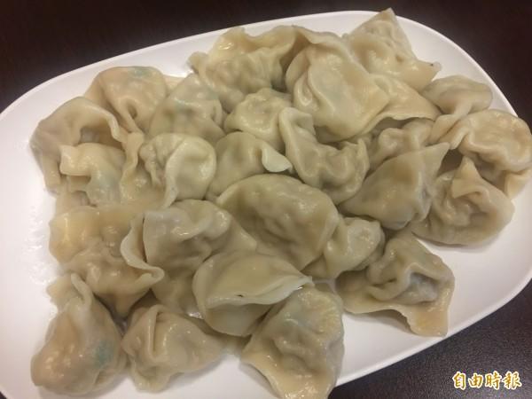 「吳班長」的水餃採用韭黃內餡,堅持傳承山東口味。(記者歐素美攝)