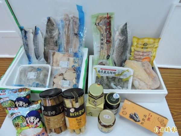台東縣農產股份有限公司推出春節產品特賣,民眾自取可享優惠。(記者張存薇攝)