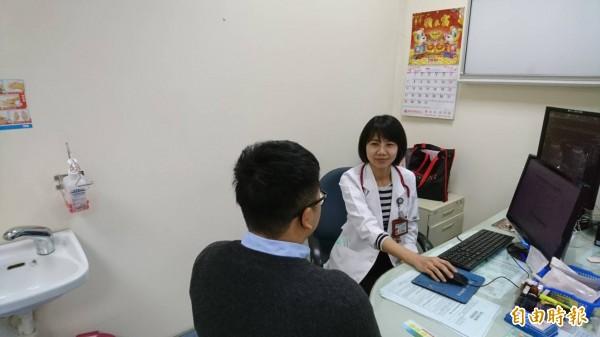 民眾出國前可至國際旅遊門診向醫師諮詢。(記者張軒哲攝)