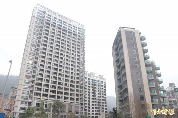 宜蘭縣礁溪鄉的平均房價一坪達二十九萬元,勇冠全縣,有房仲指出,礁溪的房屋大多被台北投資客買去,炒作之後儼然是宜蘭的台北信義區。(記者林敬倫攝)