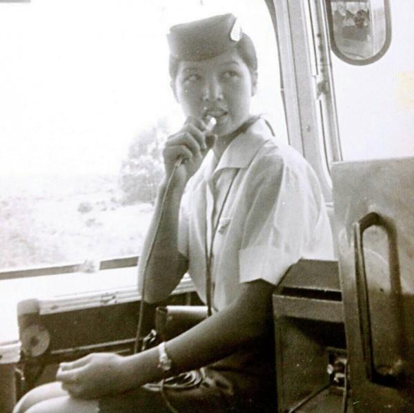 民國49年增開的金馬號快車,車上的車掌小姐更是千挑萬選。(記者林欣漢翻攝)