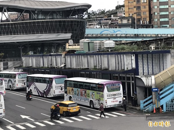 基隆國光客運站是許多通勤市民的生活記憶,將於農曆年後拆除。(記者林欣漢攝)