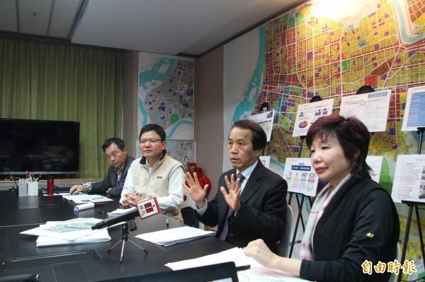 台北市副市長林欽榮今天說,台北市將於3月26日實施新制,未來都更實施者在報核都市計畫時,將由建築師簽證符合基地條件的項目,送至都更處確認,最後交付都更會決議。(記者鍾泓良攝)