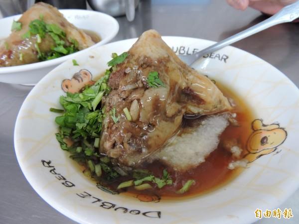 萬林肉粽口感紮實。(記者張存薇攝)
