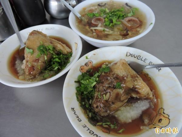 萬林肉粽及肉羹每天現做,讓人一吃成主顧。 (記者張存薇攝)