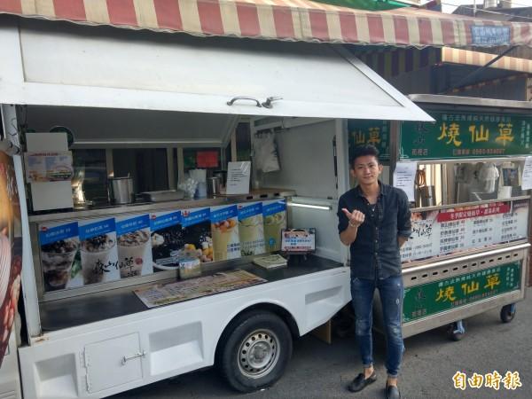 王玉龍今年才30歲,而仙草店更圓滿他的返鄉創業夢想。(記者蔡政珉攝)