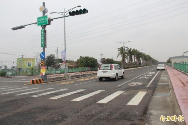 彰化高鐵聯外道路(東彰路)開通了,站區到最近的台76線交流道只要10分鐘!(記者陳冠備攝)