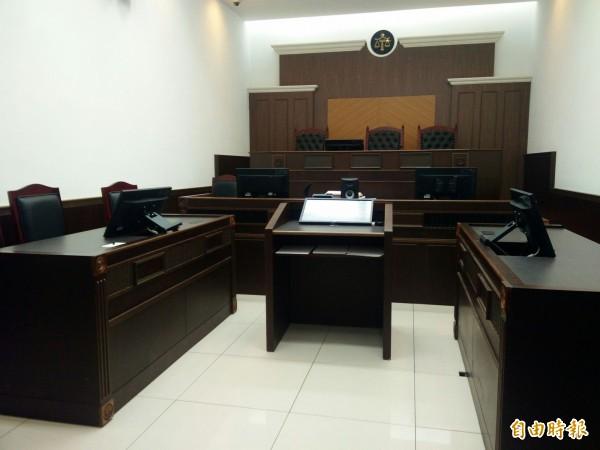 陳彥志法官與莊珂惠檢官在這個臨時法庭起爭執。(記者陳冠備攝)